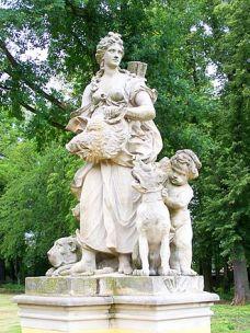 330px-Neschwitz_Schlosspark_Atalante