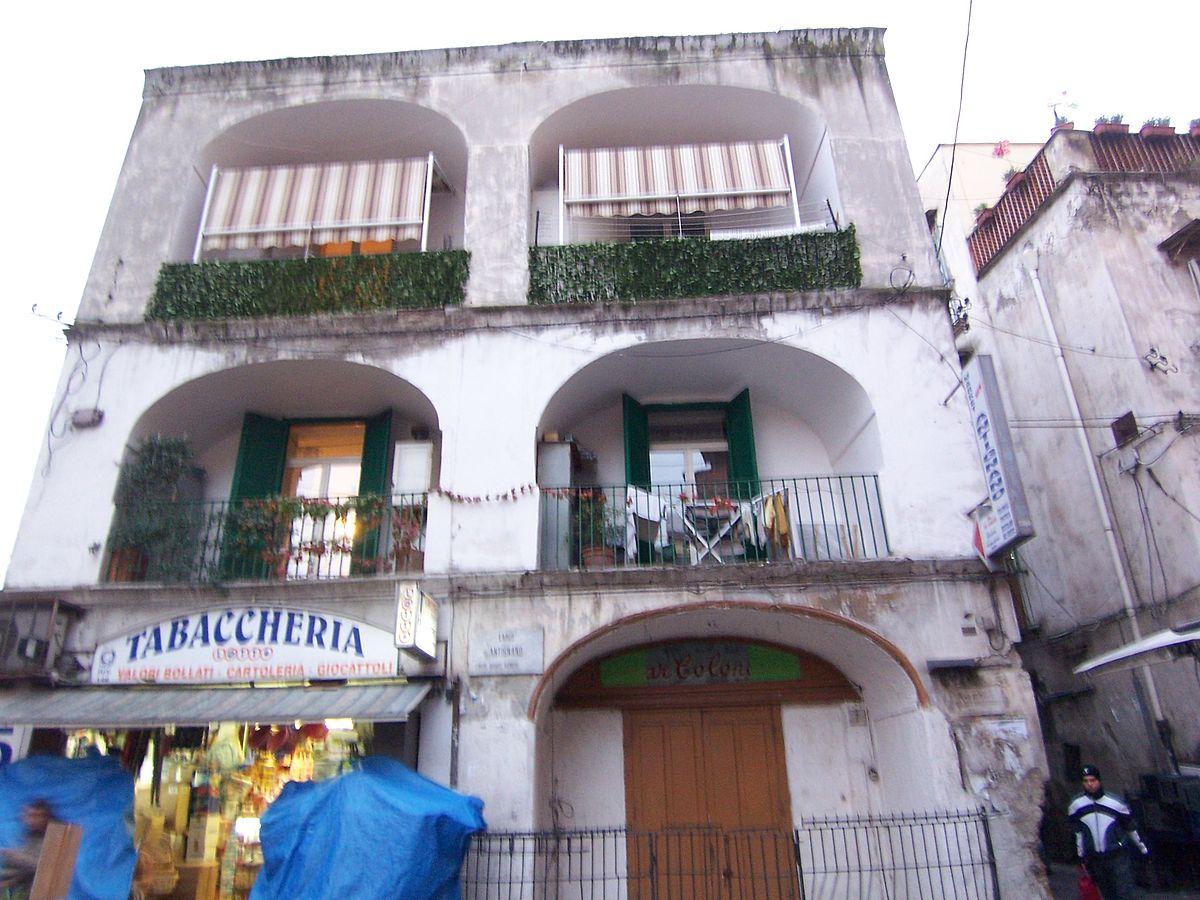 1200px-Napoli_-_Antignano_Dazio_100_4668